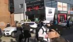 """Автомобиль сбил группу протестующих """"желтых жилетов"""" в Руэне"""