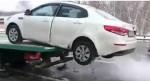 Соскочивший на машине с эвакуатора водитель пояснил свои действия