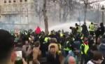 """Во Франции задержаны около ста участников акций """"желтых жилетов"""""""